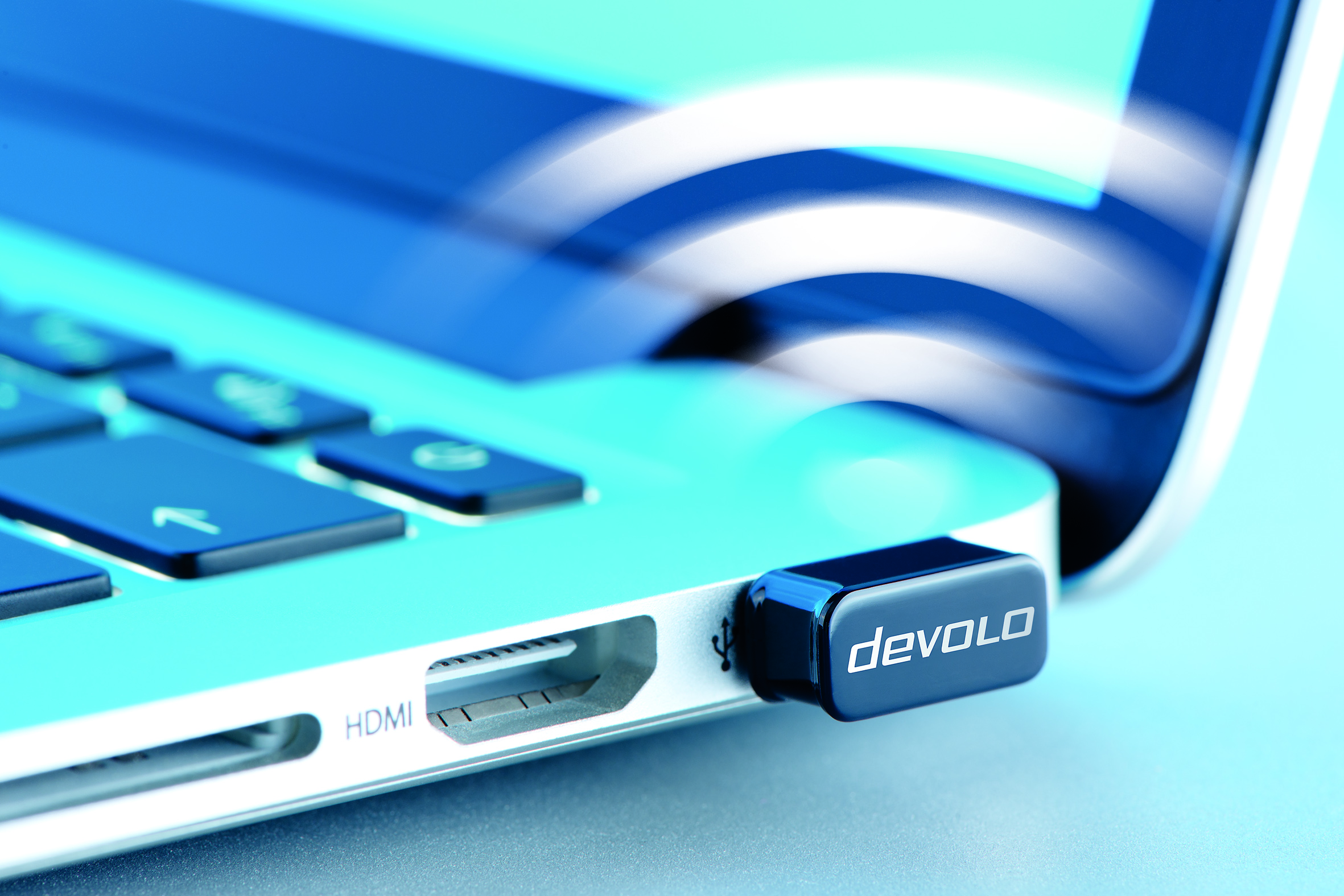 dLAN_WiFiac_USB_stick_closeup_A_print_01