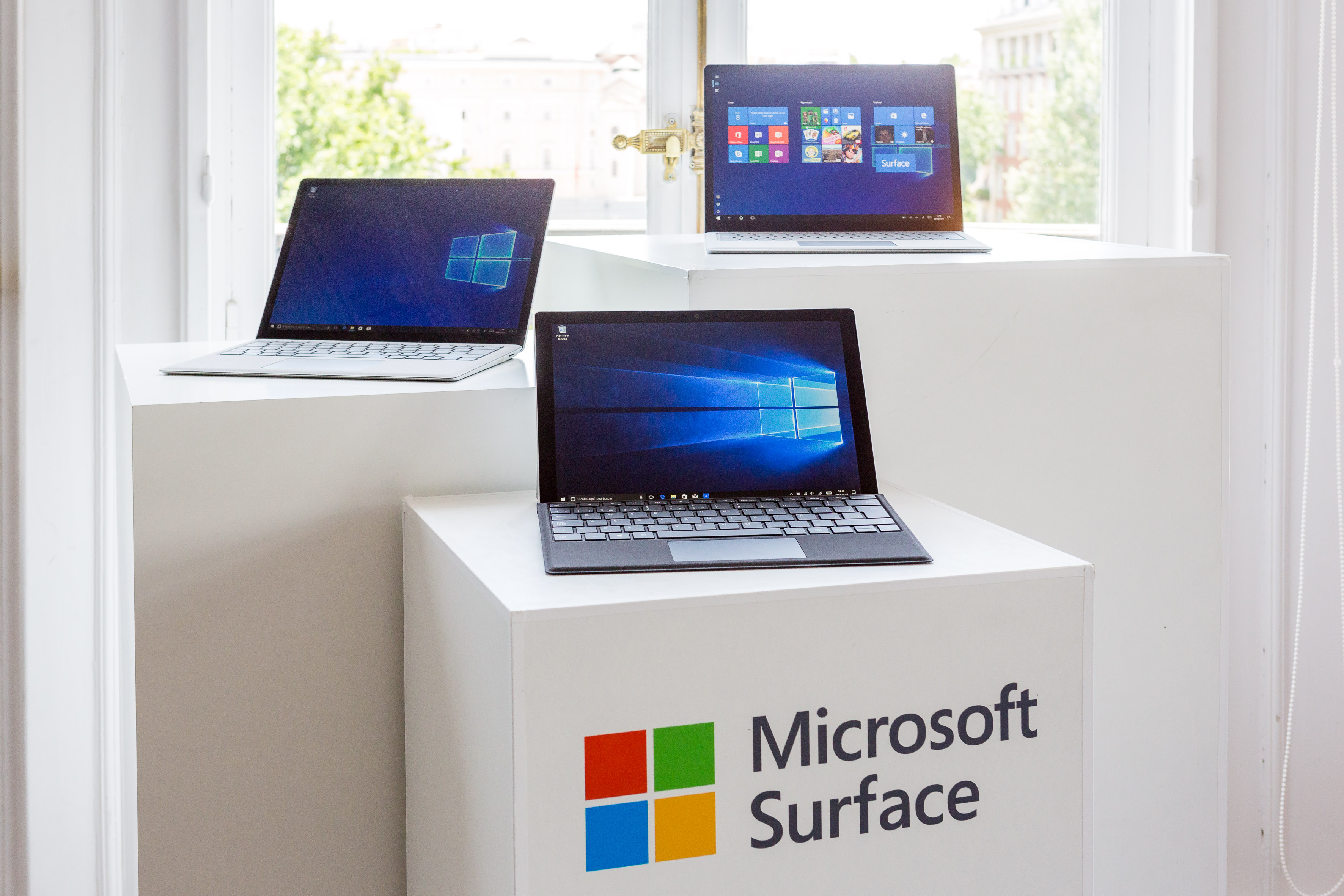 Familia Surface