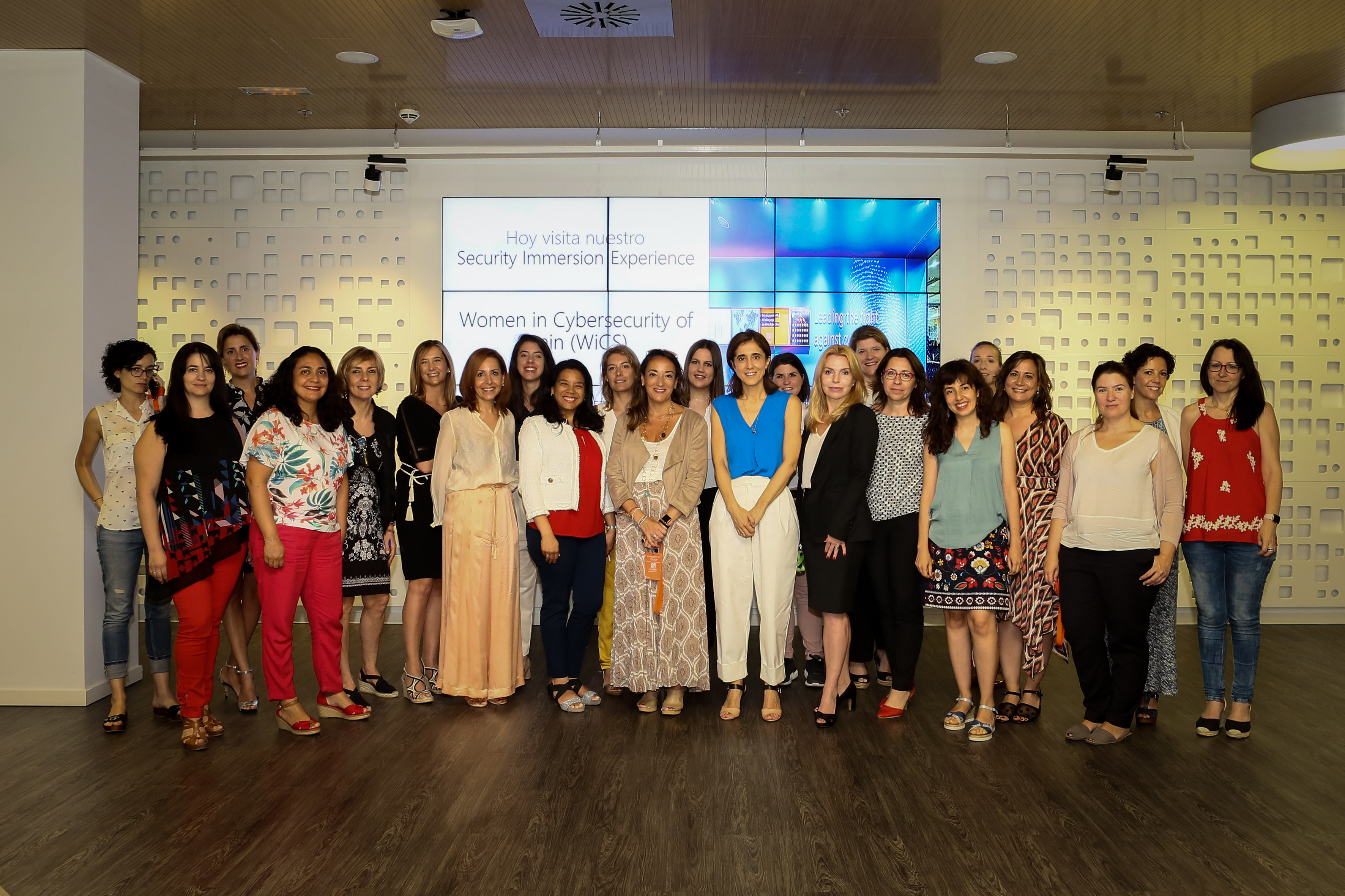 Women in Cibersecurity of Spain (3) - Foto de familia